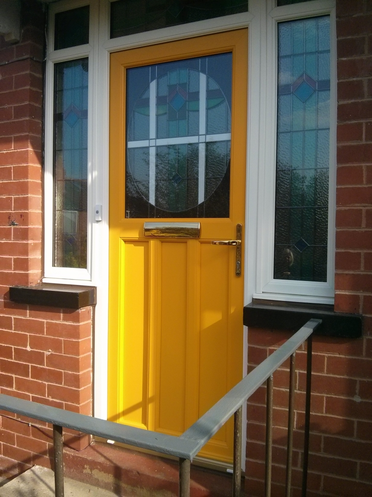 And this is the infamous gold/yellow door I have been bleating about! I have not seen it in the flesh, but it actually looks better than I thought it would. The customer is very pleased with the finished article.